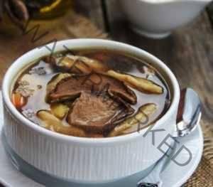 Суп с клецками с приправой из сушеных грибов