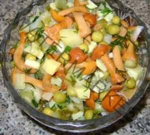 Салат с опятами и горошком