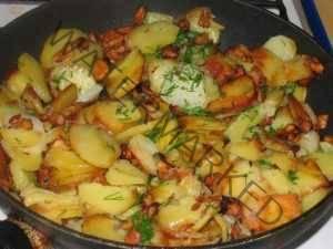 Грибы, жаренные с картофелем