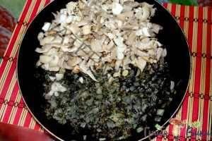Баварская кухня: шпецле с грибами и копченостями. Шаг 1.